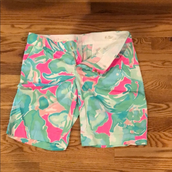 Lilly Pulitzer Pants - Lilly Pulitzer like new Bermuda shorts size 6